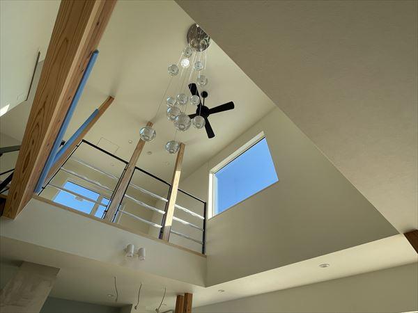 山口県岩国市の注文住宅のオシャレなリビング照明です。