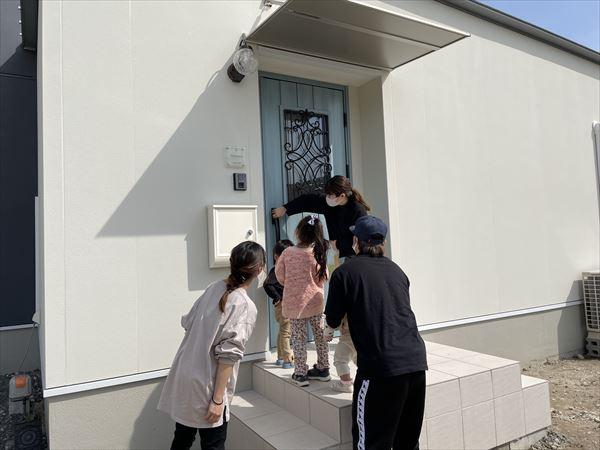 山口県岩国市で断熱ドアの鍵をお引渡ししました。