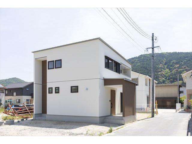 岩国市 新築注文住宅『すくすく育つ光が差し込む吹き抜けのある家』