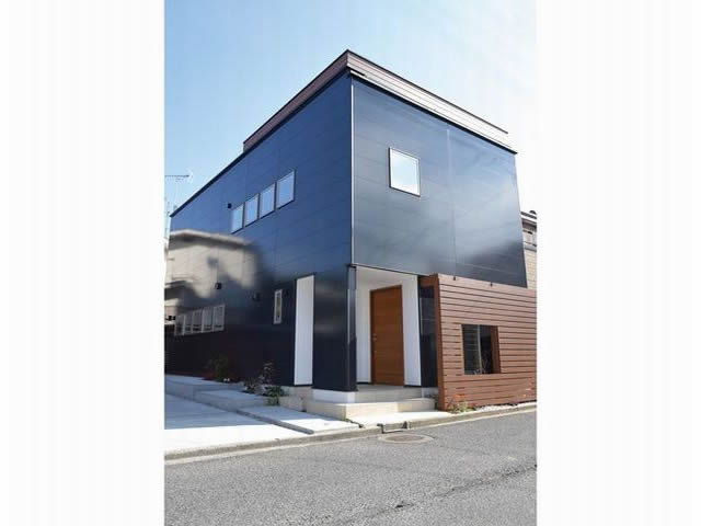 屋上でくつろげる、緑化付き高性能住宅